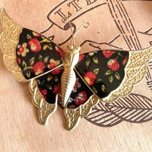 Jewelry - Vintage butterfly floral foil brooch gold Asian